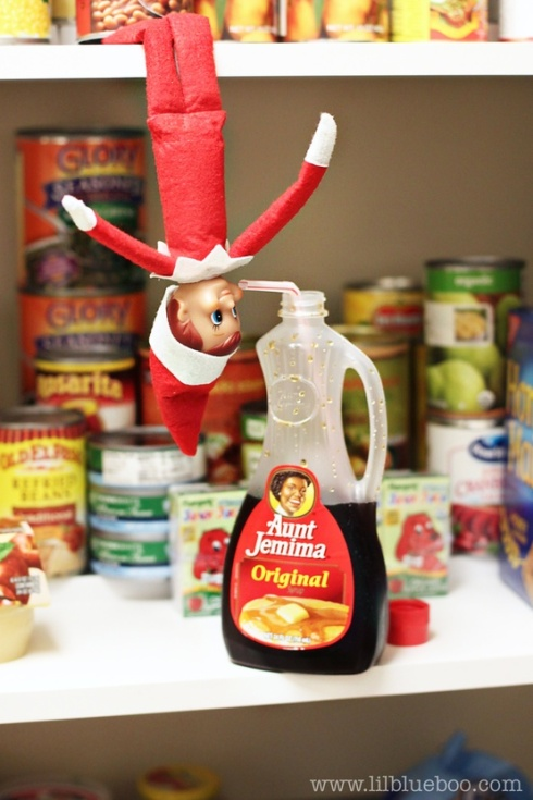 {Source: http://www.lilblueboo.com/2011/12/18-elf-on-the-shelf-ideas-an-elf-sized-photo-shoot.html}